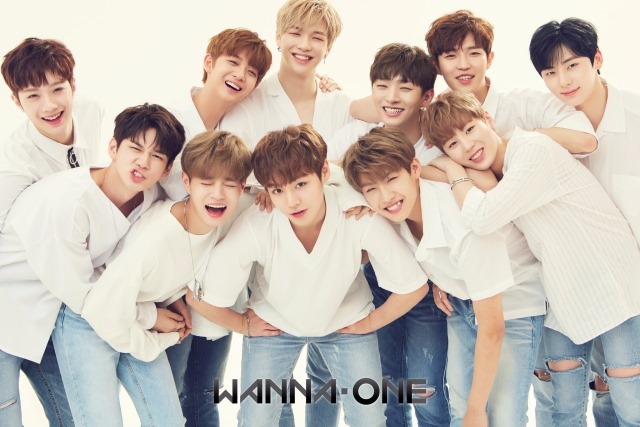 20171114-WannaOne-debut100days-gift-holiday-TimesSquare-cover.jpg
